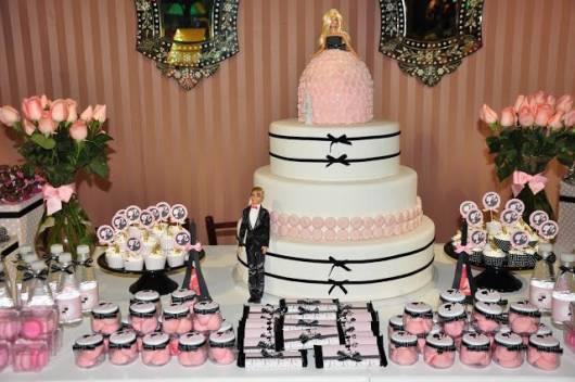 mesa do bolo festa Barbie Paris