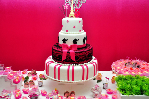 bolo três andares festa Barbie Paris
