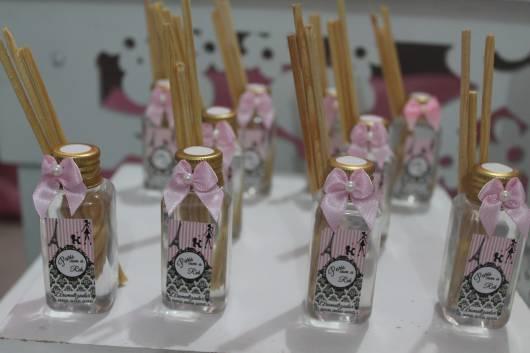 lembrancinha festa Barbie Paris desodorizador