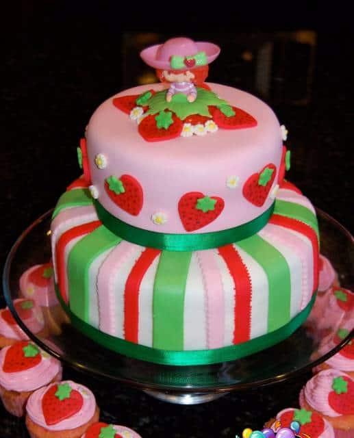 bolo Moranguinho decoração de pasta americana