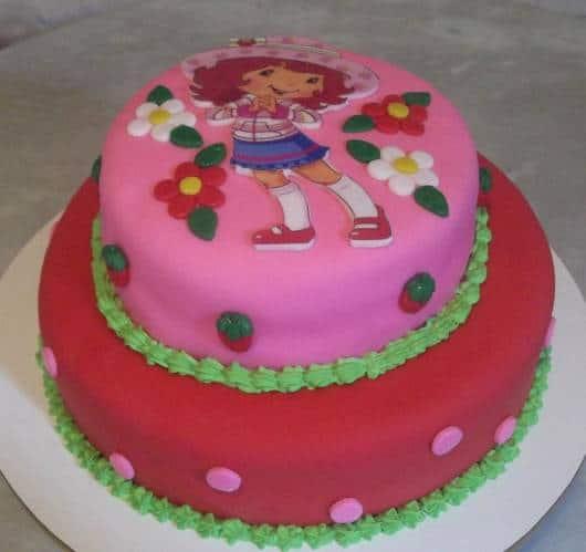 aniversario de criança com bolo Moranguinho