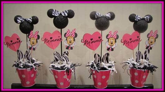 centro de mesa Minnie com lata personalizada