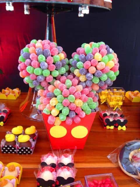 centro de mesa Minnie com jujuba colorida