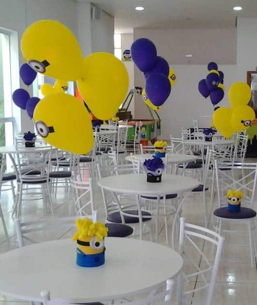 centro de mesa minions com bolas