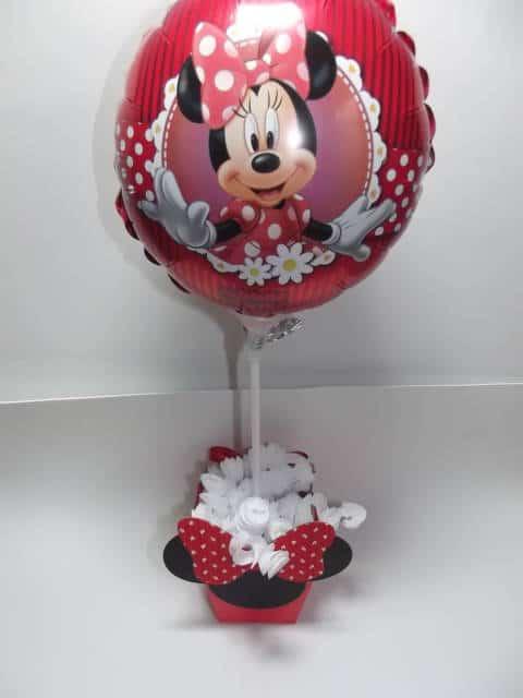 centro de mesa Minnie com balão personalizado