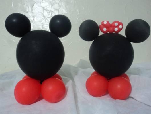 centro de mesa Minnie feito de balão