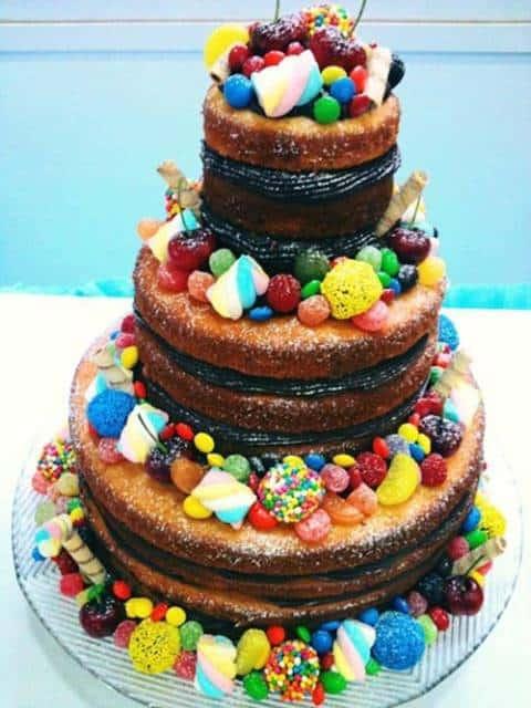 naked cake infantil com doces e frutas