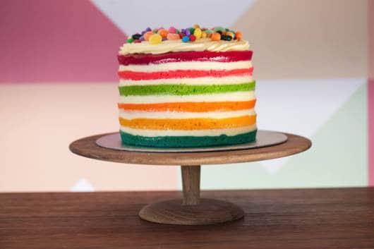 naked cake infantil todo colorido