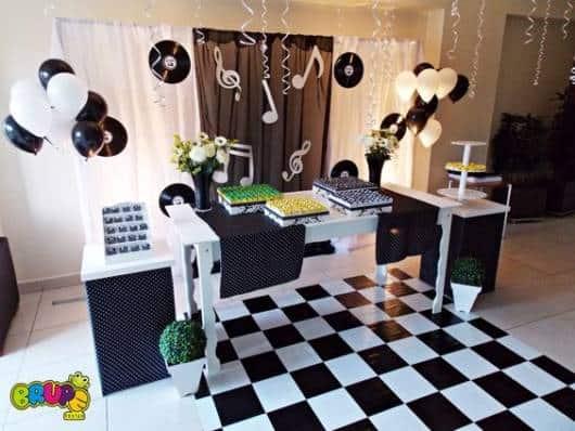 Festa tema m sica 47 fotos incr veis e dicas de como decorar for Decoracion 70 80