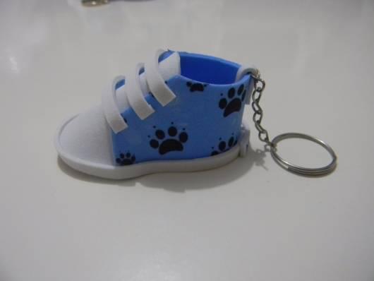 chaveiro sapatinho azul