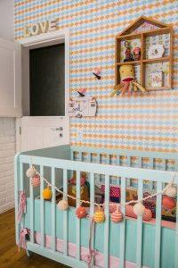 decoração colorida quarto de bebê