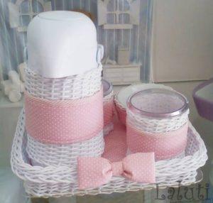 modelo branco e rosa em vime