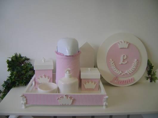 decoração rosa com coroa