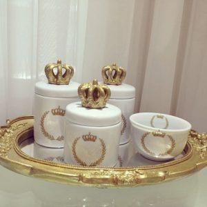 potes de cerâmica decorados