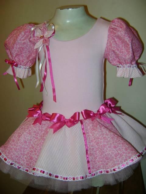 vestido rosa com laços