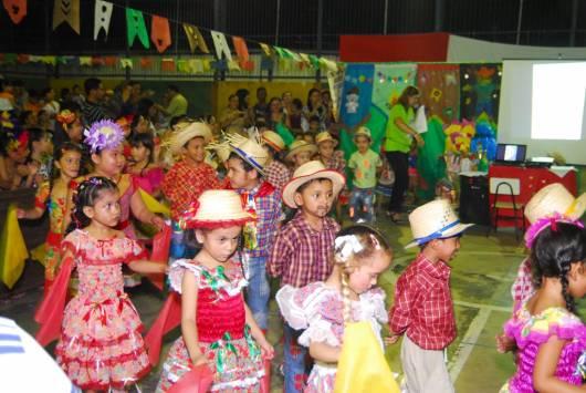 Brincadeiras de Festa Junina Infantil dança