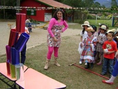 Brincadeiras de Festa Junina Infantil lata