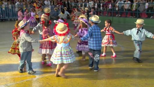 Brincadeiras de Festa Junina Infantil quadrilha