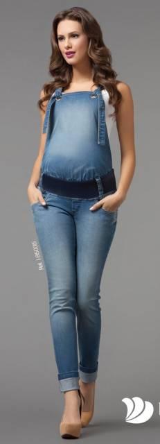 Macacão jeans gestante com elástico para comportar a barriga.