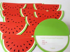 Convite com formato de melancia.