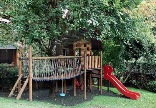 Playground com ponte.
