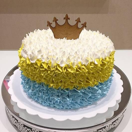bolo de chantilly com coroa
