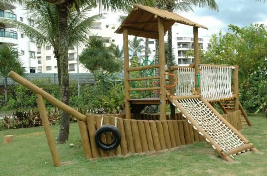 Playground em formato de barco.
