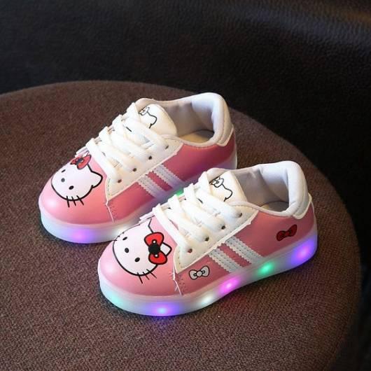 tênis rosa Hello Kitty