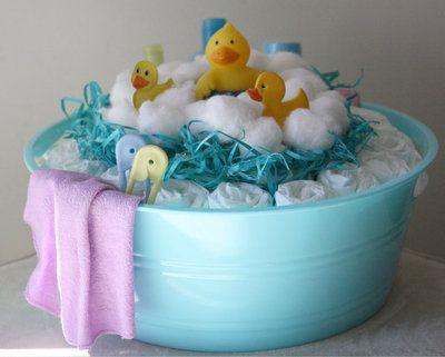 bolo de cha de fralda com decoracao de patinho