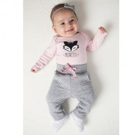 bebê com conjuntinho de inverno rosa e cinza