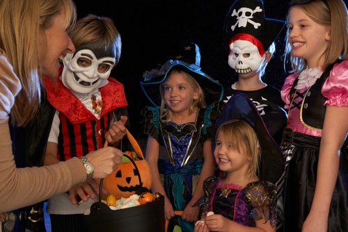 brincadeiras de Halloween pedindo doces