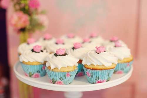 cupcake decorado para festa azul e rosaa