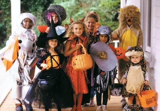 crianças fantasiadas para a festa de halloween