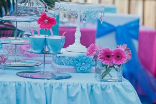 mesa de festa de aniversário decorada