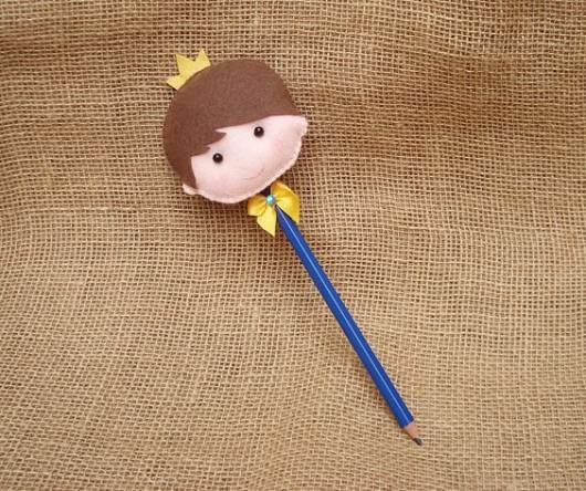Enfeite para lápis de príncipe.