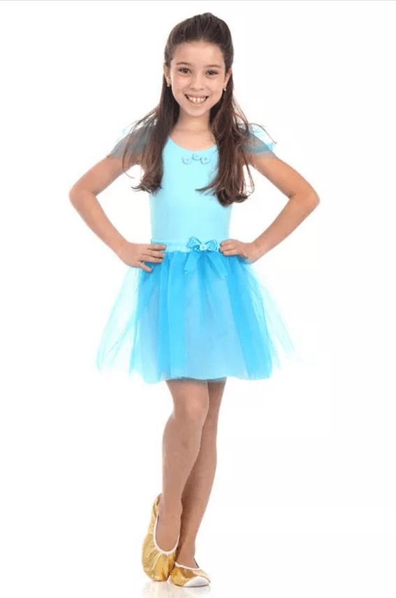 Fantasia de bailarina azul, com blusinha e saia de tule.