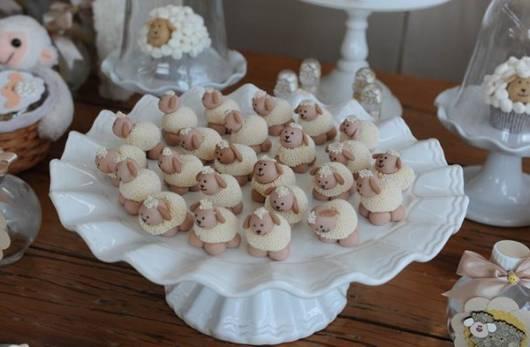 doces no formato de ovelhinha para festa