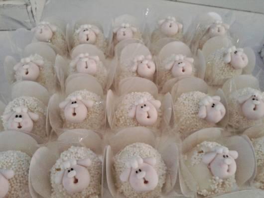Doce no formato de ovelhinha