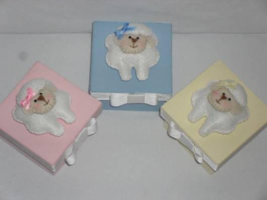 Caixinha de MDF com aplique para lembrancinha de Chá de bebê ovelhinha