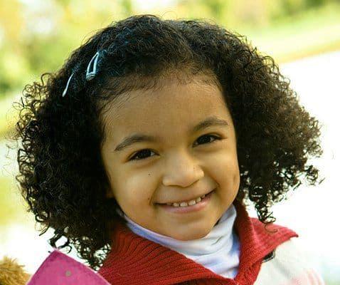 penteados para cabelo cacheado infantil para cabelo curto preto