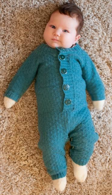macacão de crochê para bebê com botões