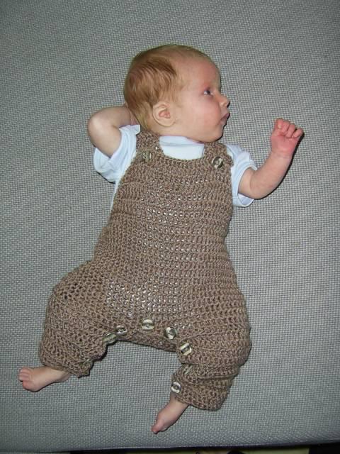 macacão de crochê para bebê com pontos largos