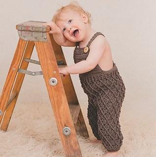 macacão de crochê para bebê marrom
