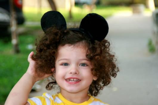 penteados para cabelo cacheado infantil com cachos naturais