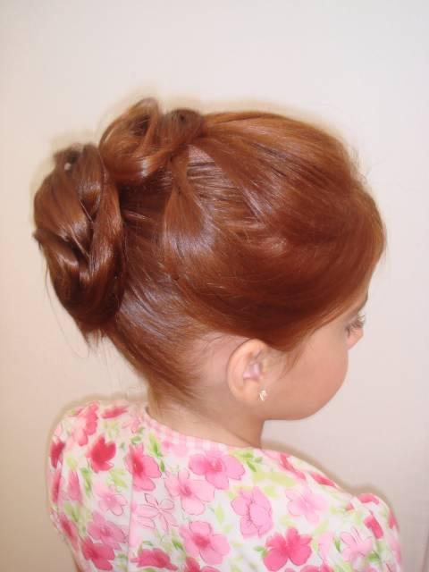 penteado infantil com coque duplo