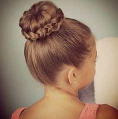 coque com trança em penteados para cabelo cacheado infantil