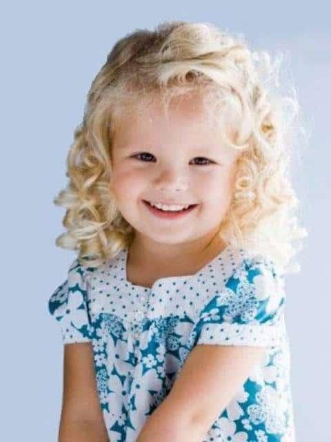 penteado lateral em penteados para cabelo cacheado infantil