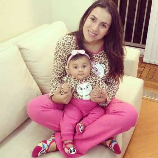 Pijama tal mãe tal filha rosa com oncinha