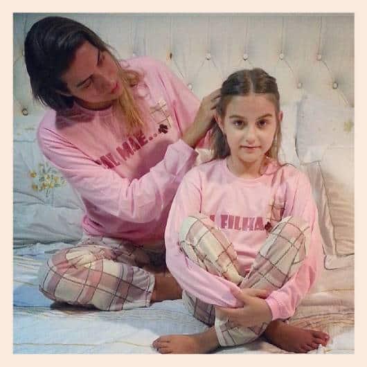 Pijama tal mãe tal filha rosa e xadrez de moletom