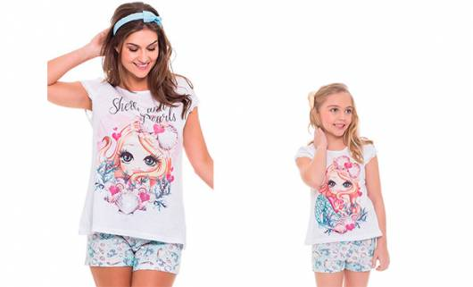 Pijama tal mãe tal filha blusa branca estampada com short florido